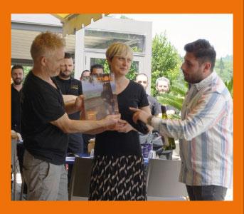 Incontriamo Angela e Fabio, titolari del ristorante L'Acqua Cheta di Bagno a Ripoli protagonisti dell'ottava e ultima puntata di questa prima stagione di Experience